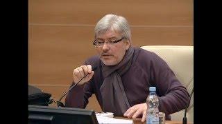 Водолазкин читает лекцию в Госдуме