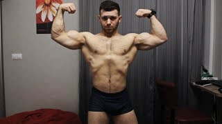 BIG RUSSIAN MUSCLE MONSTER FLEXING AND SHOWING MUSCLES