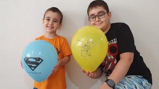 Buğra Süpermen Balonları Patlattı Balonlardan Mentos Şeker Çıktı Berat Şekerleri Topladı