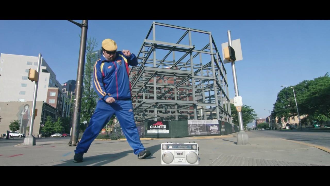 83ff774e6f3e Tracksuit Lyfestile - Beat It - YouTube