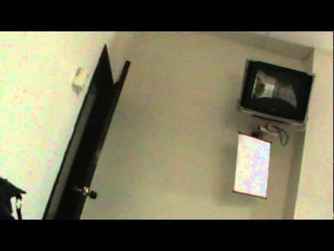 La puerta que se cierra sola youtube for Puertas que se cierran solas