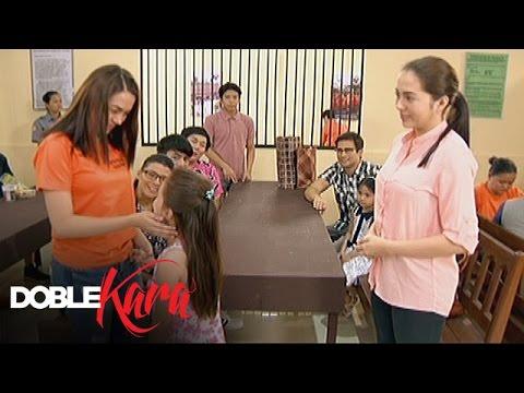 Download Doble Kara: Sara's family visits her