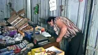 Хрюши против (Спб) - Как о стену горох(Очередная точка, торгующая просроченными продуктами на Коломяжском рынке. Тонны просроченных продуктов,..., 2014-07-22T16:47:59.000Z)