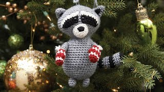 How to Crochet a Raccoon: Christmas Raccoon Amigurumi