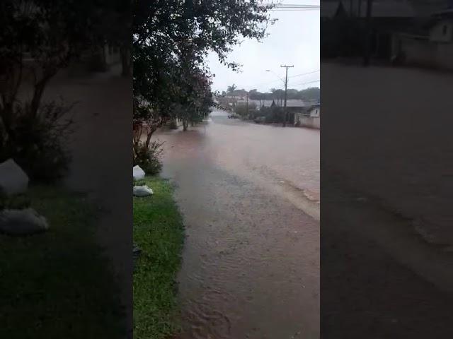 Ruas de Laranjeiras do Sul alagam com a chuva