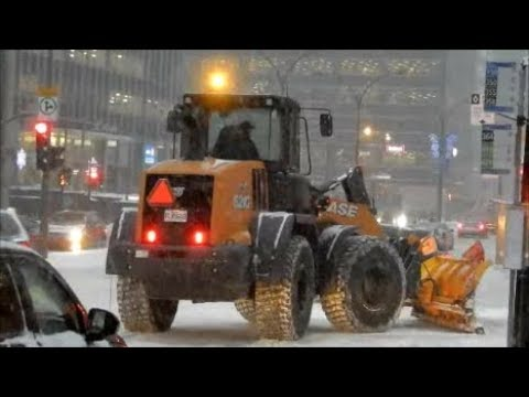 PLOWING SNOW IN MONTREAL SNOWSTORM  12-12-17