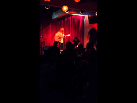 Tori Kelly- Upside Down (Live) at Room 5