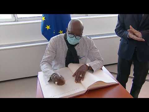 David Sassoli welcomes President of Burkina Faso, Christian Kaboré who signs the Golden Book