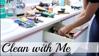 CLEAN WITH ME!  BATHROOM CLEANING MOTIVATION ROUTINE