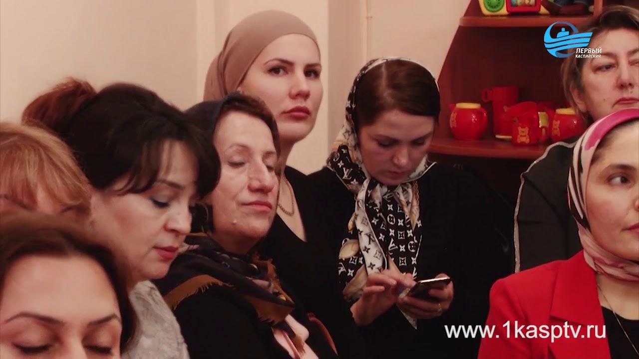 Свой профессионализм и мастерство в работе с дошкольниками продемонстрировали воспитатели детских садов Каспийска на конкурсе «Воспитатель года»