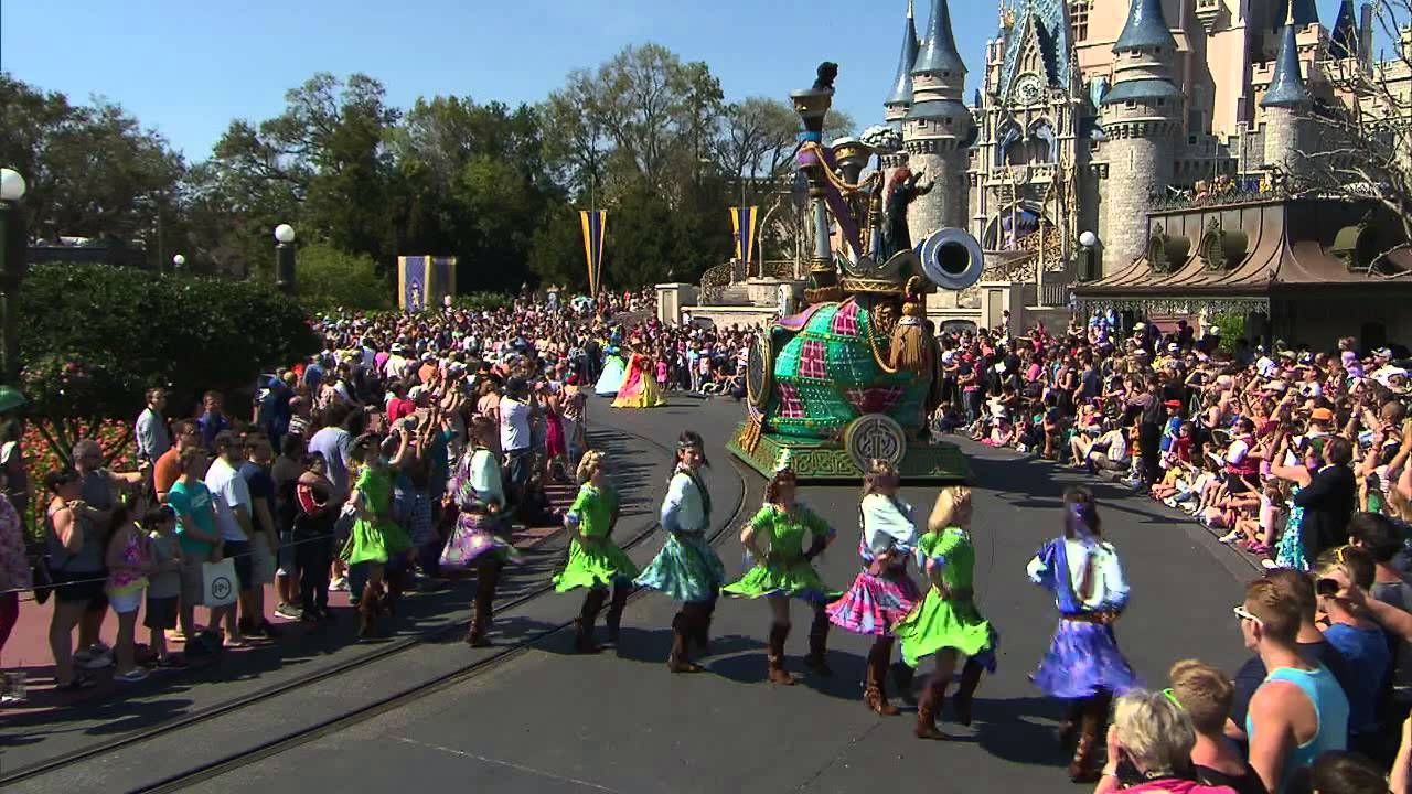 A Parada Disney Festival Of Fantasy Parade Estreou No Dia
