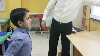 استراتيجية الحوار والمناقشة في تعليم الطلاب للحروف العنيدة التي لا تلتصق ببعضها للمعلم مصطفى ربيع