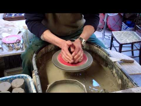 Basic Pottery / Ceramics Techniques : Centering the clay.