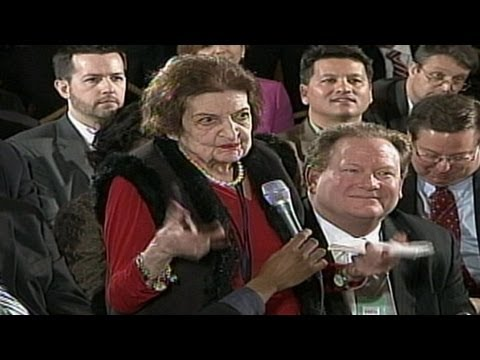 White House Correspondent Helen Thomas Dies at 92