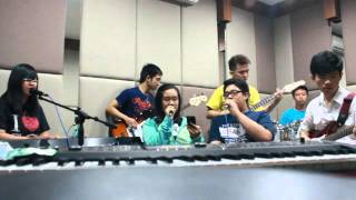 Call Me Maybe/Payphone/Love me Like you do/Wrecking Ball MASHUP ( Cover by Magnificent Symphony )