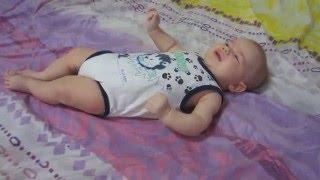 Смотреть видео что умеет делать малыш в три месяца