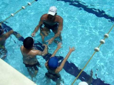 Clases de nataci n ni os de 4 a 12 a os youtube for Clases de piscina para bebes