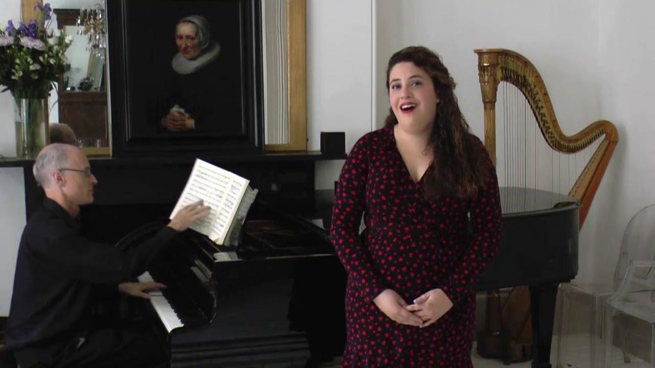 Nazan Fikret, soprano, sings 'Durch Zärtlichkeit und Schmeicheln'.