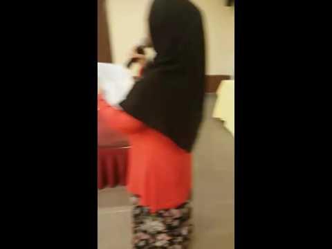 Suara lunak Puan Suhaiza qariah wilayah dendangkan lagu di Majlis perpisahan
