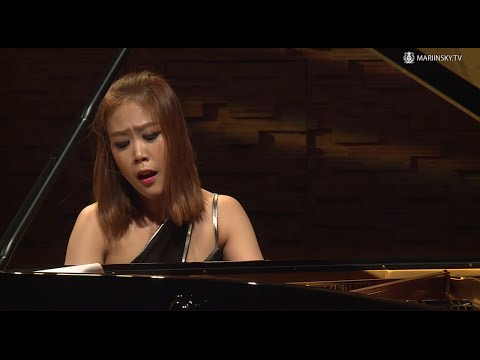 Yeol Eum Son plays Stravinsky