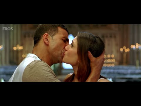 Kareena \u0026 Akshay Kumar kissing on screen
