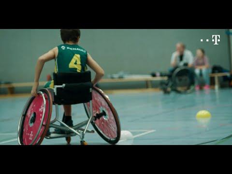 Social Media Post: Fangspiel. Slalomparcours. Ballaufnehmen. So geht Rollstuhlbasketball.