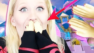 Playing Royale High with TINY HANDS 🙌 Roblox TINY HANDS CHALLENGE