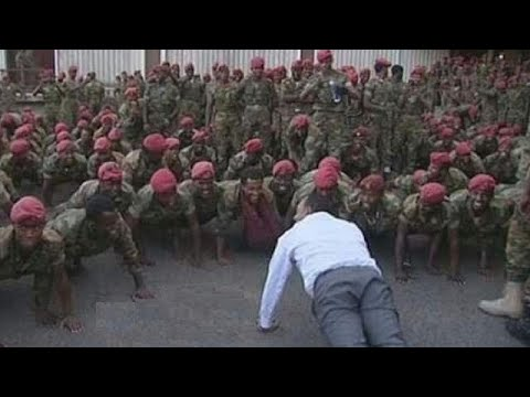 Photo: Ethiopia PM relives his military days with protesting soldiers