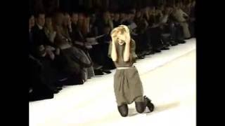 FUNNY: Models & Celebs fall down!!