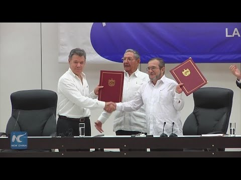 Colombian gov't, FARC rebels sign historic ceasefire agreement