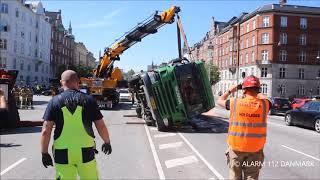14.06.2019 - Skraldevogn væltet - Københvn