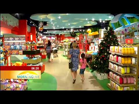 People in V&A Waterfront in C Town for last-minute Christmas Shopping