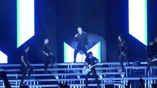 Miguel Bosé emociona a sus fans en su concierto en Madrid
