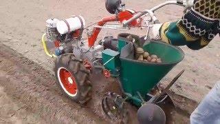 Картофелесажалка для мотоблока 2016, Potato Planter 2016(подробнее на сайте - http://promotoblok.ru камянская картофелесажалка для мотоблока Мотор Сич видео, мотоблок Мотор..., 2016-04-25T10:25:04.000Z)