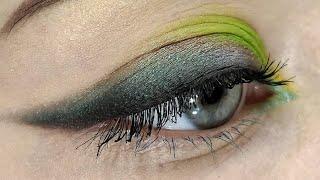 Растушеванная стрелочка макияж вечерний макияж зелёные тени кошачий глаз