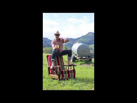 Youtube: Anton Serra – Ti-Ponch ( Prod: Oster Lapwass – Baptiste Chambrion )