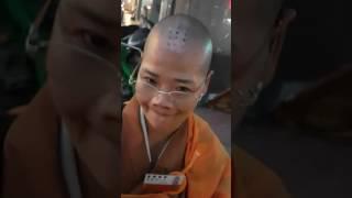 酒肉穿腸過佛祖心中留?妳以為妳是濟公再世嗎? thumbnail