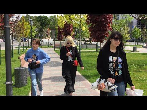 Жизнь в Армении. Гуляем по центру Еревана. Все открыто. Life In Armenia. Walking Around Yerevan
