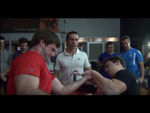 LUCHA DE BRAZOS! (Arm Wrestling)(Gym Montevideo Fit)URUGUAY!