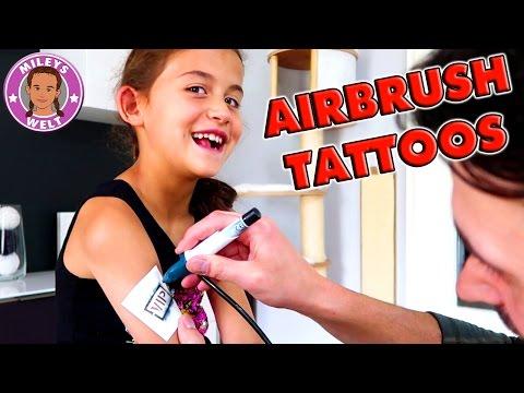 MILEY bekommt TATTOOS - Airbrush Studio von Revell | Mileys Welt