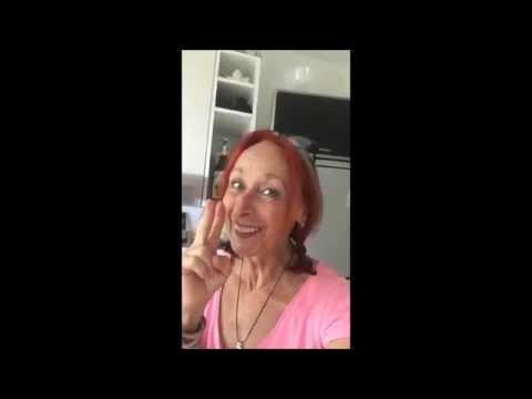 """Gudrun Bakus tanzt mit dem """" Putzlappen """" weiser Meister ACHTSAMKEIT Kreativ-Engel®"""