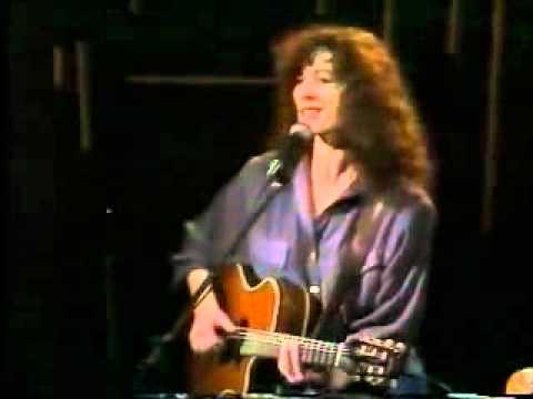יהודית רביץ בהופעה - סמבה ברגל שמאל
