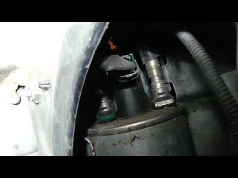 Renault Megane III 2010 год 1.5 dci Замена топливного фильтра.