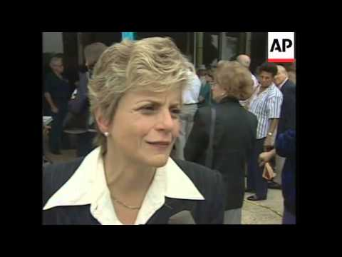 USA: MIAMI: MOURNERS PAY THEIR LAST RESPECTS TO CUBAN EXILE LEADER