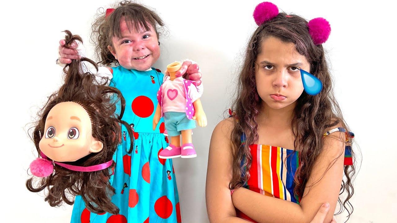 ELOAH QUEBROU os bonecos da MARIA CLARA E JP de SARAH