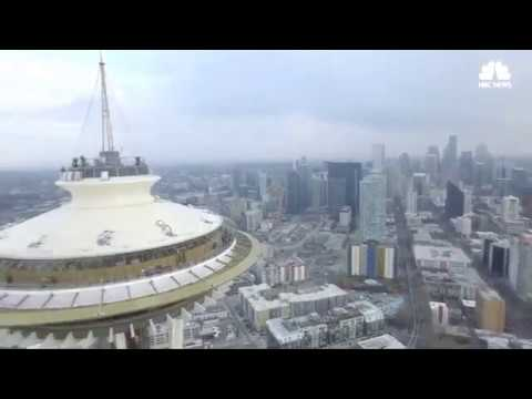 Caught on Camera_ Drone crashes into Seattle Space Needle -  News