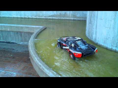 Slash 4x4 Water Action