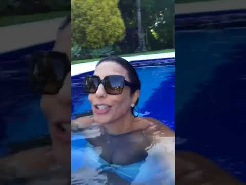 Ivete Sangalo curte piscina e canta 'No Groove'