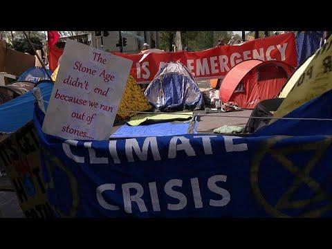 لأجل عيون البيئة وفي ظرف 8 أيام فقط.. أكثر من ألف متظاهر في قبضة الشرطة البريطانية …  - نشر قبل 2 ساعة