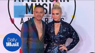 Coordinated couple! Ashlee Simpson & Evan Ross in blue at AMAs